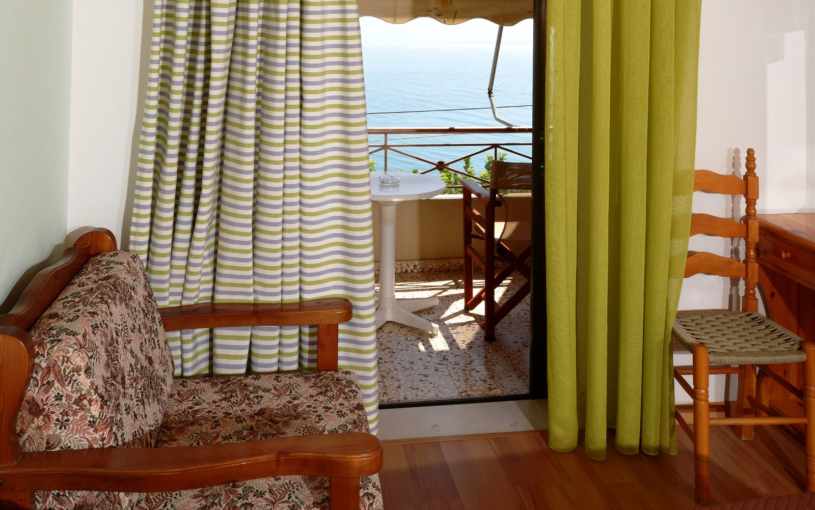 Pharos Rooms - Ilia Edipsos Evia Island Greece